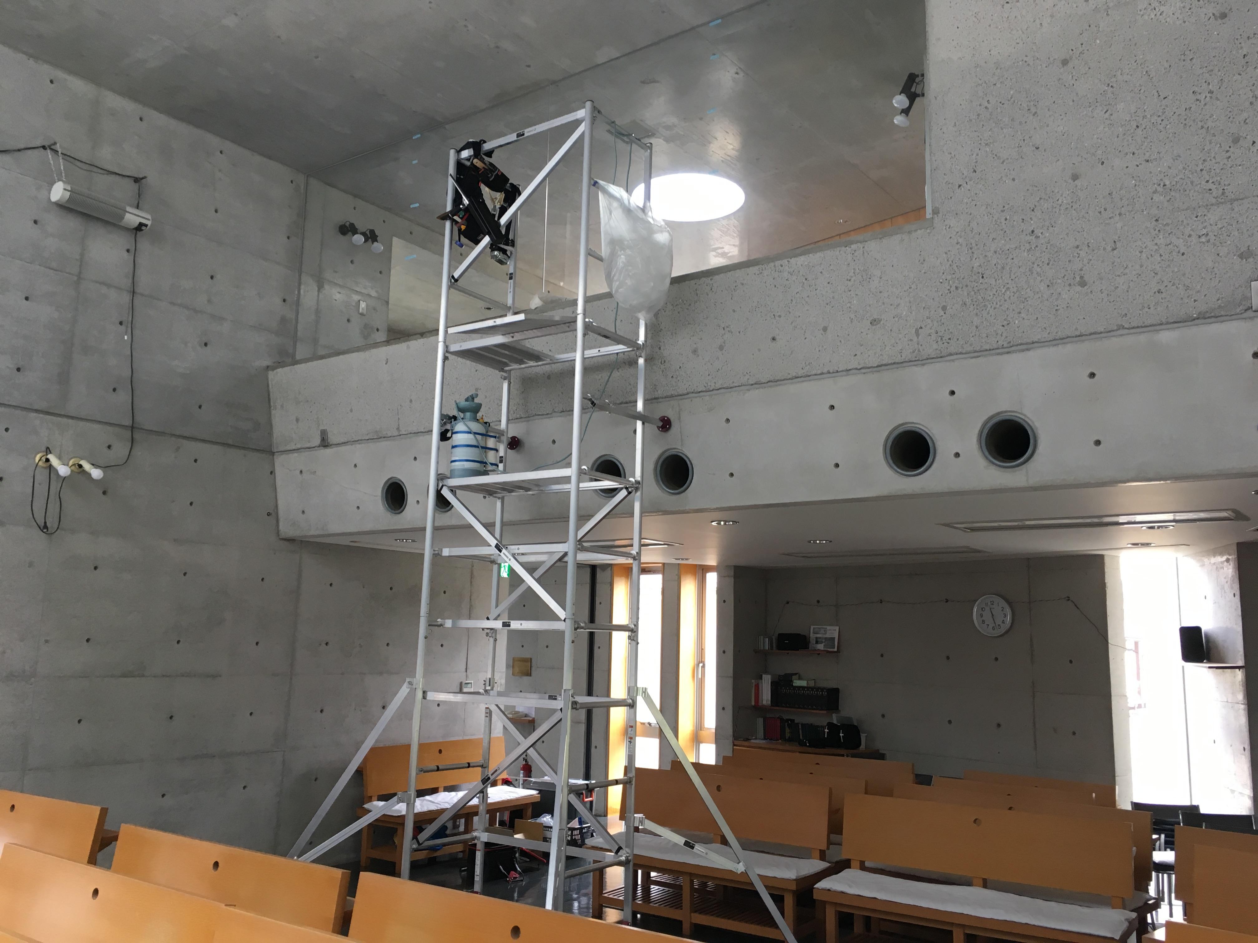教会の礼拝堂に飛散防止フィルム施工を行いました。