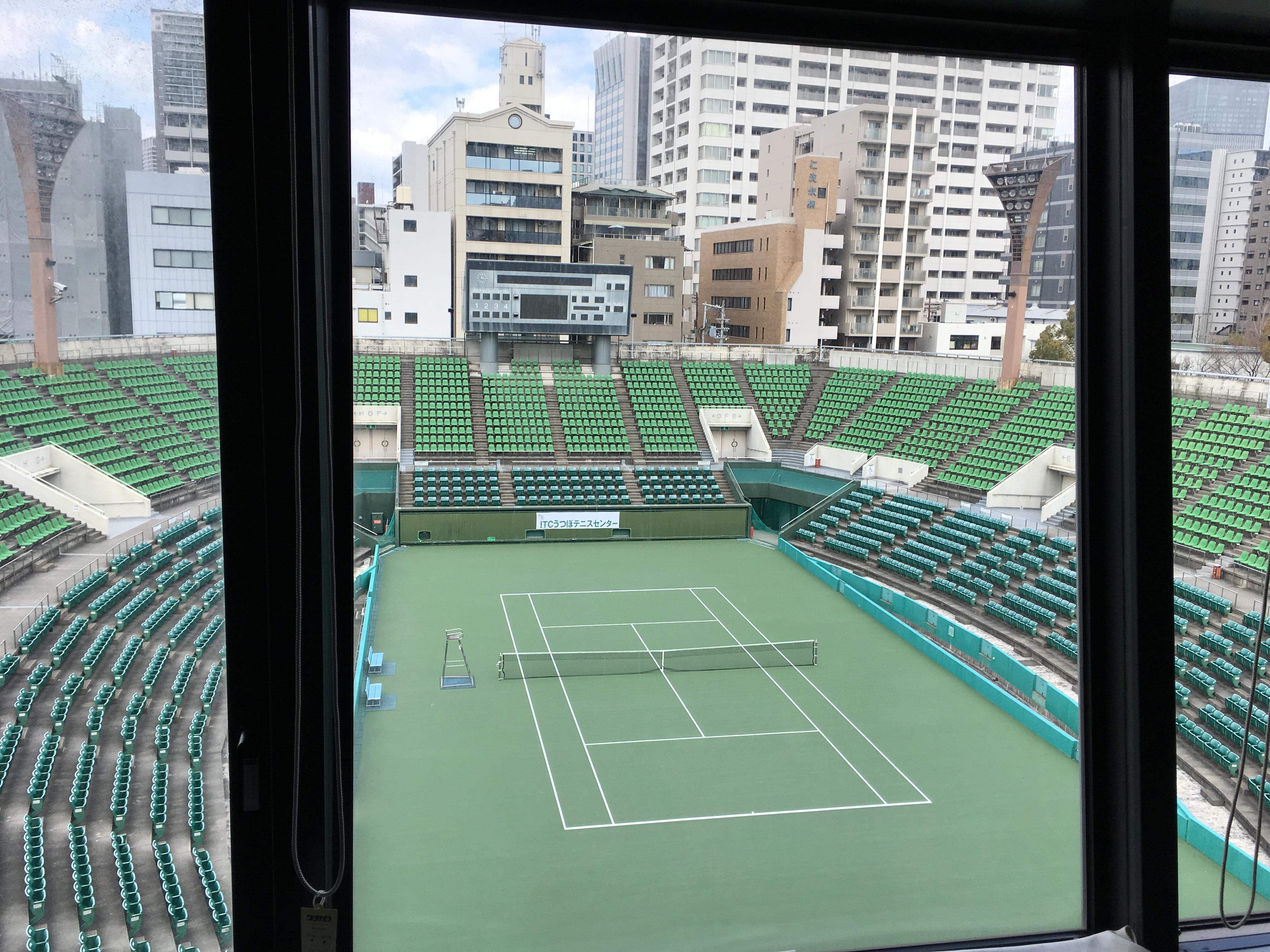 西日本のテニスの聖地で貼り替え作業をしました!